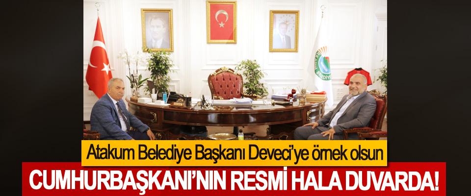 Atakum Belediye Başkanı Deveci'ye örnek olsun, Cumhurbaşkanı'nın resmi hala duvarda!