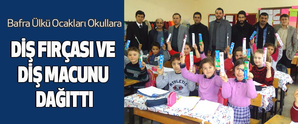 Bafra Ülkü Ocakları Okullara Diş Fırçası Ve Diş Macunu Dağıttı
