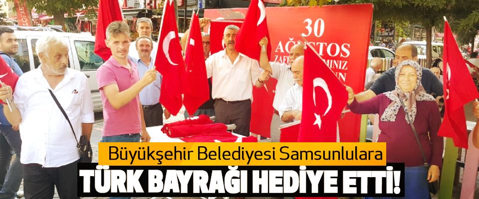 Büyükşehir Belediyesi Samsunlulara Türk Bayrağı Hediye Etti!