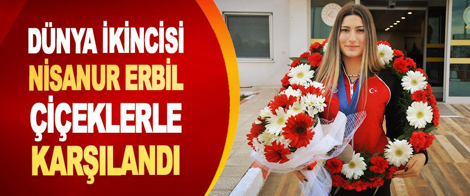 Dünya İkincisi Nisanur Erbil Çiçeklerle Karşılandı
