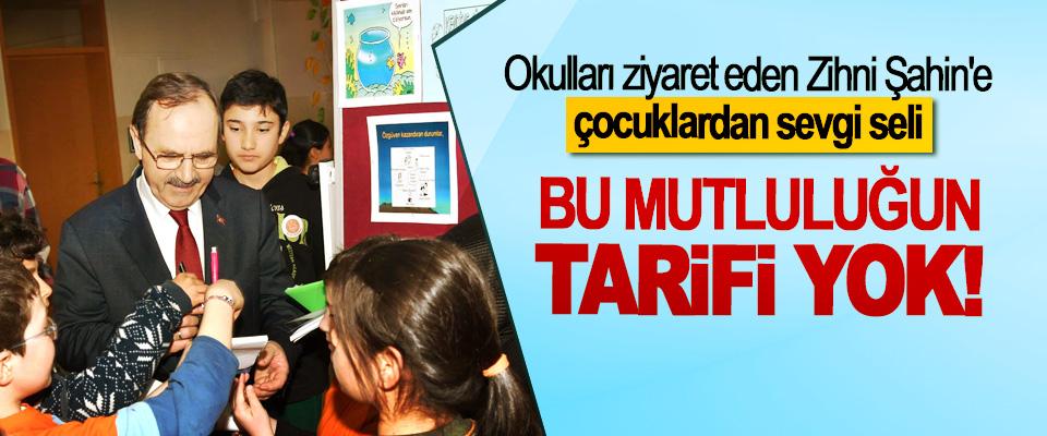Okulları ziyaret eden Zihni Şahin'e çocuklardan sevgi seli