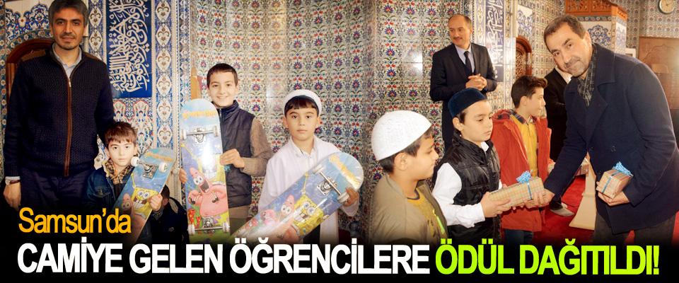 Samsun'da camiye gelen öğrencilere ödül dağıtıldı!