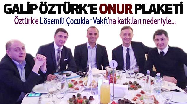Galip Öztürk'e Onur Plaketi...