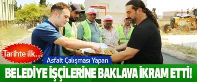 Asfalt Çalışması Yapan Belediye İşçilerine Baklava İkram Etti!