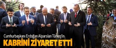 Cumhurbaşkanı Erdoğan Alparslan Türkeş'in Kabrini Ziyaret Etti