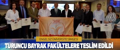 """""""Engelsiz Üniversite"""" Simgesi Turuncu Bayrak Fakültelere Teslim Edildi"""