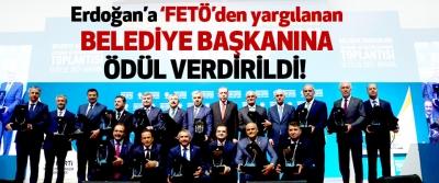 Erdoğan'a 'FETÖ'den yargılanan  Belediye başkanına ödül verdirildi!