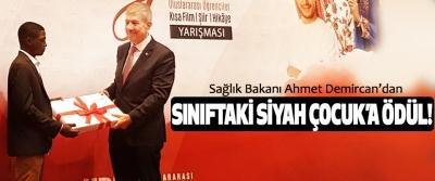 Sağlık Bakanı Ahmet Demircan'dan Sınıftaki siyah çocuk'a ödül!